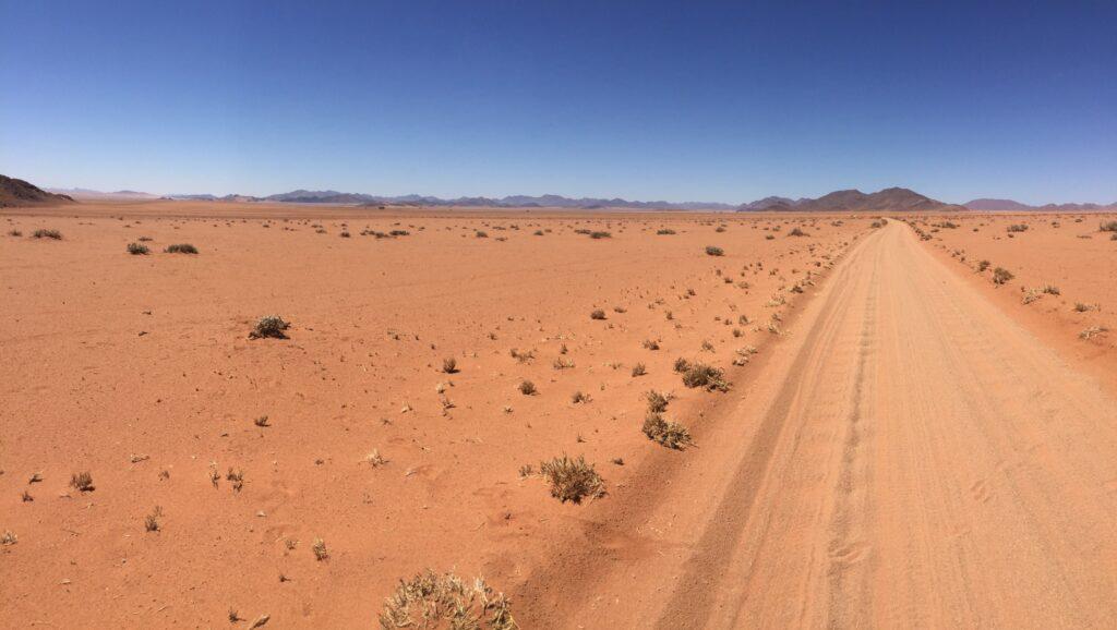 Namibia Sandpiste rot Namib Wüste Ozeanien Tours
